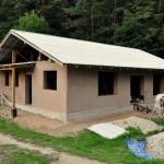 Salmu māja un māla apmetums